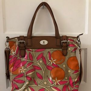 Womens large non leather FOSSIL purse. Like NEW